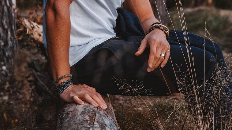 メンズのおしゃれに差をつけるバングル。おすすめの付け方と選び方